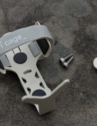 The DOM monkii cage – a new approach to the bottle cage
