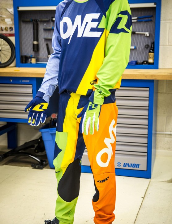 One Industries Vapor DH kit and Stratum gloves