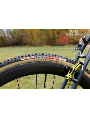Unlike standard Challenge tubular tires that use a polycotton casing, the new Team Edition treads are built with a more supple all-cotton casing for improved traction