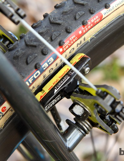 Joachim Parbo (Challenge Tires) even strays off the beaten path for his brake pads. The PCac: TeamCarb blocks from Ashima offer up an impressive initial bite on the carbon rims