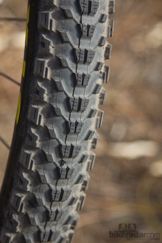 Maxxis Ardent Race - a rounded knob profile rolls fast given the grip levels
