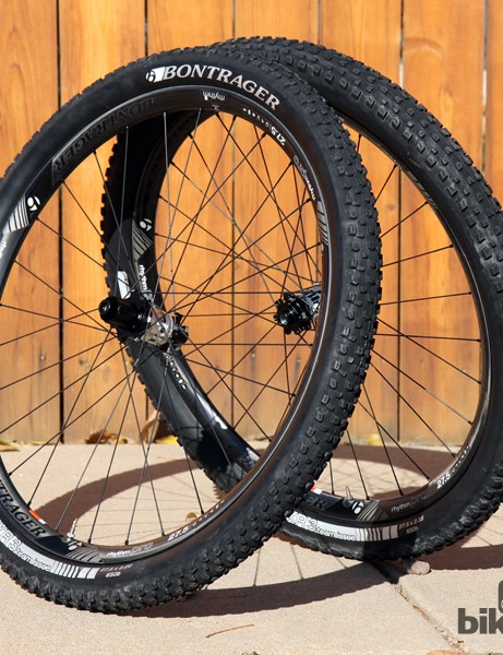 The new Bontrager Rhythm Pro trail wheelset features the same 22.5mm internal width as the Rhythm Elite model but with a lighter weight molded carbon fiber rim. Actual weight for our 27.5in test pair is 1,616g (plus about 85g for the requisite tubeless rim strips)