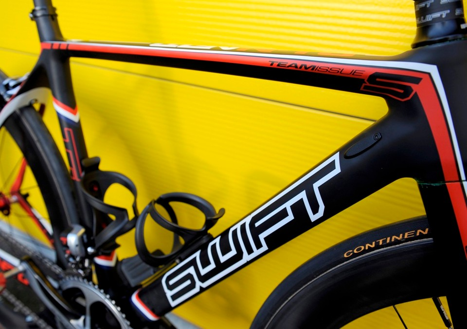 8000bd99f4b The Swift Carbon Ultravox is mechanical and Di2 compatible