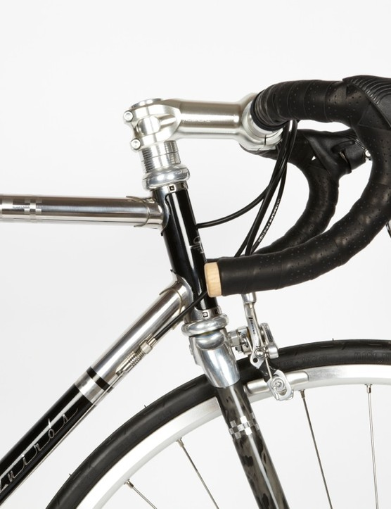 The chequered pattern etched on the frame immediately recalls the iconic team Peugeot jersey of the 60s