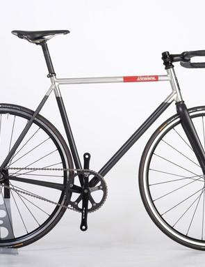 Tom Donhou built this bike for a photographer and is designed to evoke a Leica camera