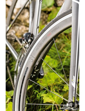Felt AR2: The 3T wheels have a wide, rounded aero profile