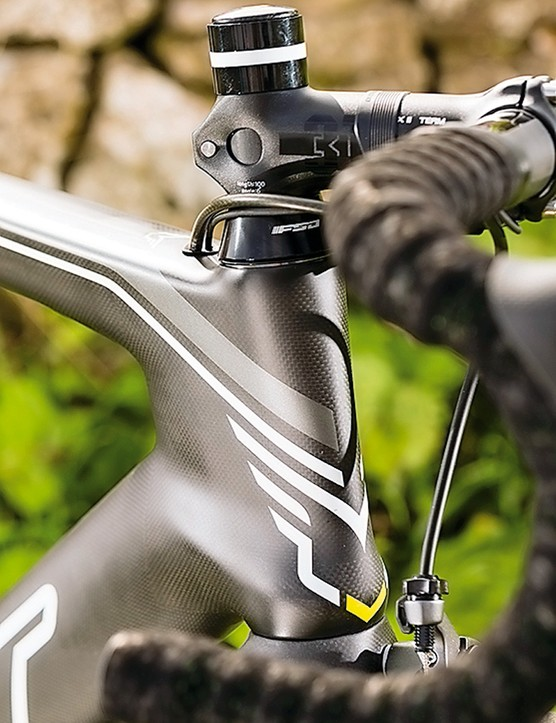 The Felt AR2 features an aero head tube and internal cable routing