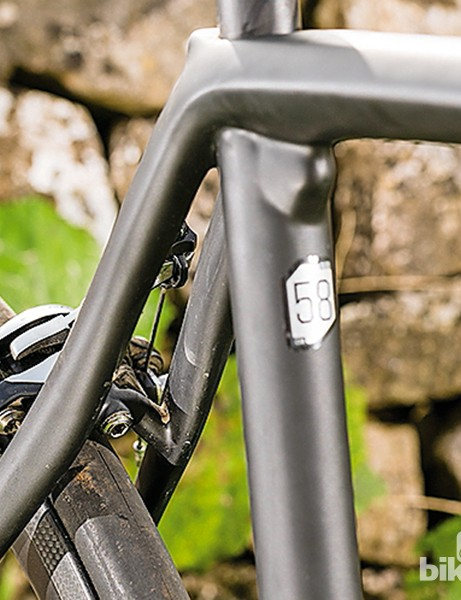 Cannondale Synapse Hi-Mod Black Inc: the distinctive junction of seat tube, top tube and seatstays