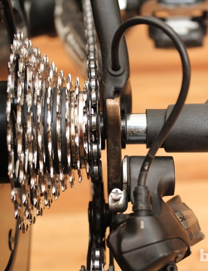 CycleOps Silencer: Slotting the dropout between washers takes just a few seconds
