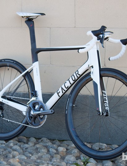 The Ultegra Di2 Vis Vires is priced at a full £2,000 cheaper than the Dura-Ace model