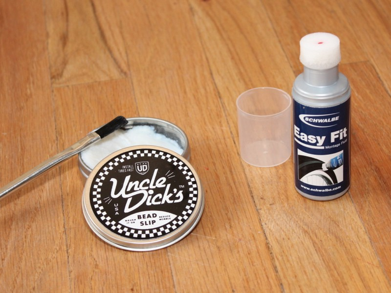 Tubeless mounting solutions: Uncle Dick's Bead Slip and Schwalbe Easy Fit