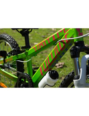 The Scott Voltage shares a design cue with its adult older brother - a big chunky frame