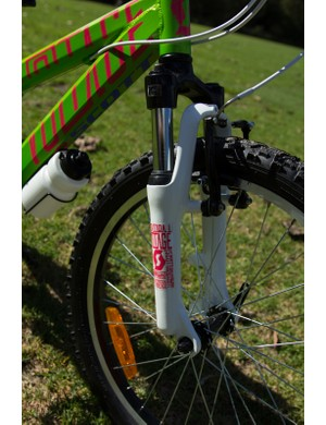 The SR Suntour XCT Jr fork was the only suspension on test that worked for a kids weight (same fork on the girls Contessa)
