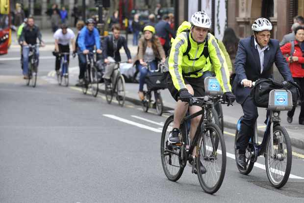 High-viz clothing doesn't make much difference to how close cars pass you during your commute