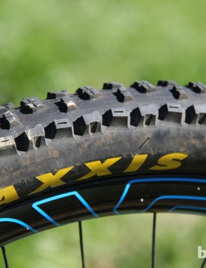 Maxxis 27.5x2.3in High Roller II tires have an aggressive tread pattern and excel in a variety of conditions