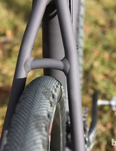 Mud clearance is acceptable through the rear end of the Van Dessel Aloominator, even with a 37mm-wide tire installed. Even so, we would have liked to see a wider stance on the seat stays here