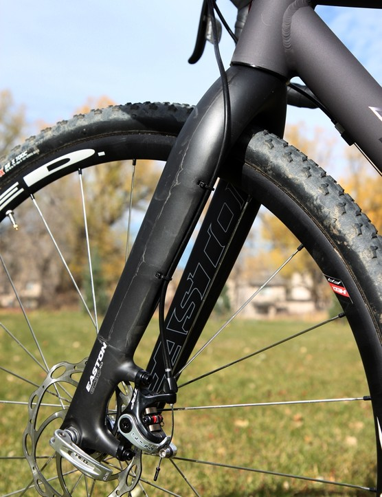 Disc hose routing is neatly done on the Easton EC90 XD fork, although we would have preferred that the hose was secured to the front of the blade to avoid rubbing on the head tube