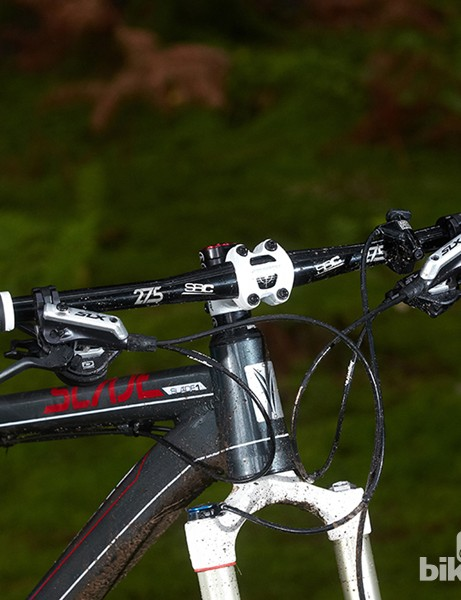 The 680mm bar is narrow by modern  standards - a wider one would boost control