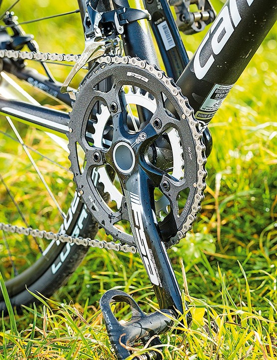 Cannondale Synapse Disc 3 Ulterega: a compact chainset is matched with an 11-speed 11-32 cassette
