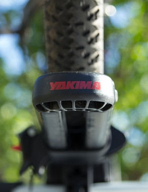 The Yakima branding at the back doubles as retaining clip for the rear wheel tray