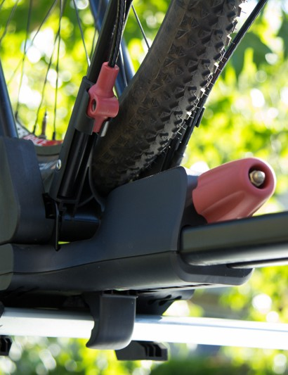 Yakima FrontLoader uses a single knob to secure and straighten the bike into place - the rear wheel is then simply ratcheted in