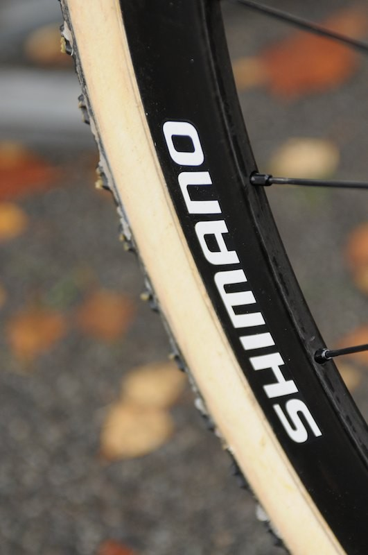 These 28h carbon rims were only badged 'Shimano', and are obviously designed for disc, judging by the lack of braking track and positioning of decals