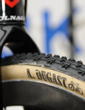 The rims have a unidirectional carbon finish, but exact specs are unknown. Tyre choice for this race was Dugast's Rhino, although in 32mm rather than the 33mm maximum allowed width