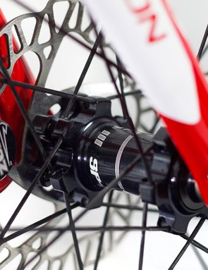 The brakes themselves are made up of a Hope Trials Zone lever and reservoir mated with a smaller caliper piston, and a set of completely bespoke rotors