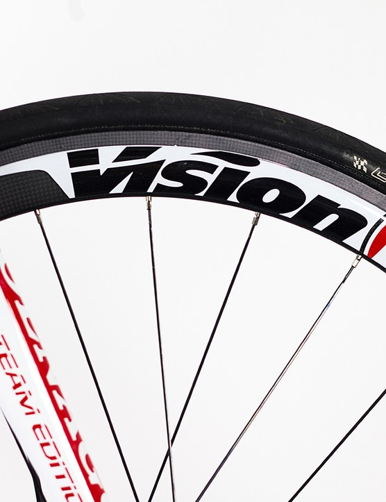 Full carbon deep section Vision road race rims were laced onto Hope Pro III disc hubs to create a light and strong, disc-brake compatible wheelset