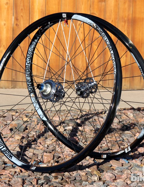 The American Classic Wide Lightning 27.5 trail wheels have an incredibly generous 29.3mm internal width. Even so, total weight is just 1,487g for the pair