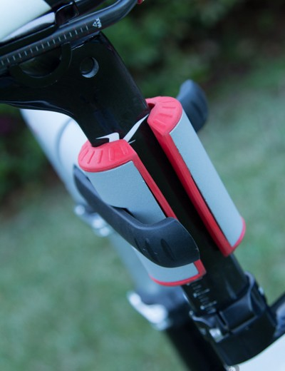 Aero carbon seatpost is clamped without issue - the button on the right allows the clamp to open to full width once the lever on the left is released