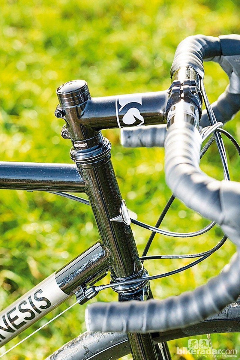 Genesis Equilibrium Disc: the tall head tube and headset create a relaxed riding position