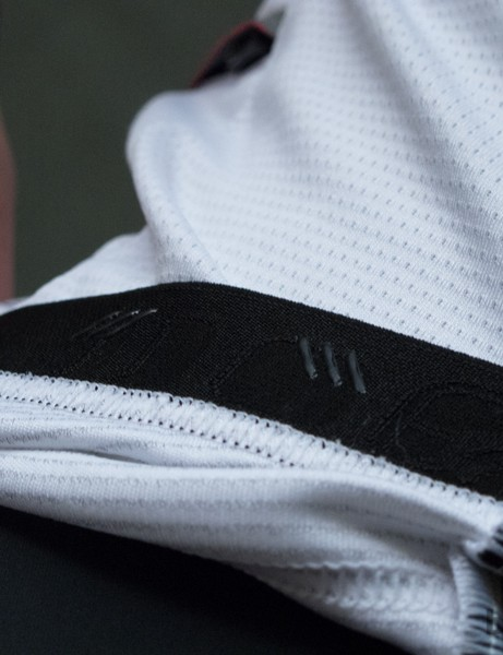 Small amounts of silicone only feature on the rear of the waistband and weren't enough to keep the jersey in place