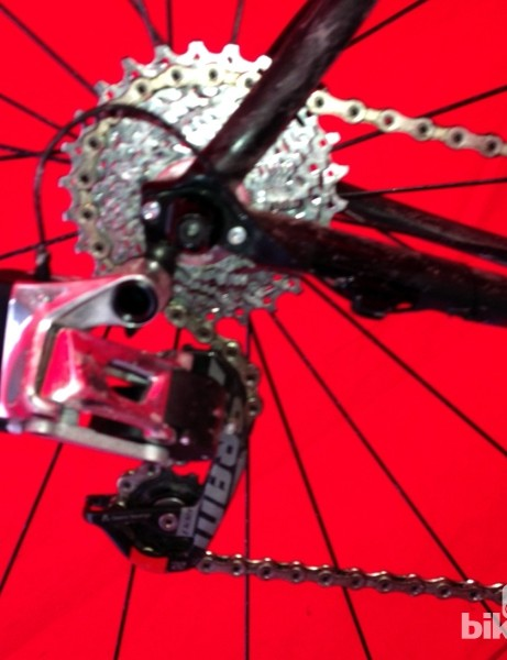 We initially thought the rear derailleur was a roughly machined prototype but now that we can see the contours more closely, it looks much more production ready.
