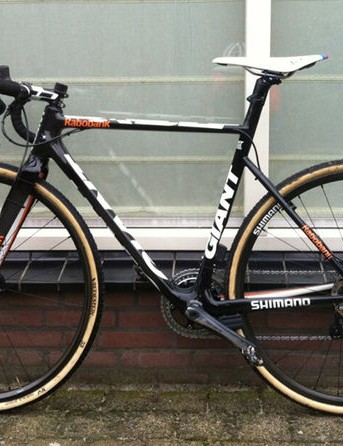 Shimano Di2 Dura-Ace hydraulic levers with disc brakes were spotted on the image that Michiel Van Der Heijden posted to his Twitter account