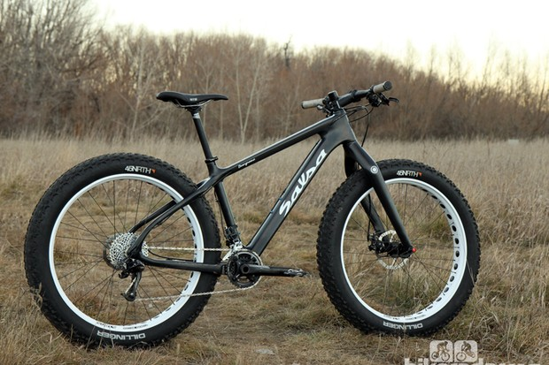 The Salsa Beargrease Carbon is all business with its impressively lightweight composite chassis and stark black paint scheme