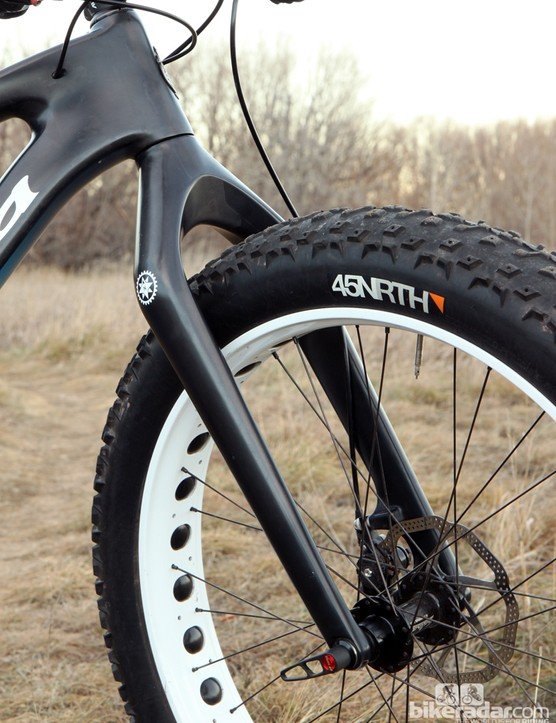 The included Salsa Whiteout carbon fiber fork will supposedly clear 4.8in wide tires, plus it's suspension-corrected if and when fat bike suspension forks become widely available