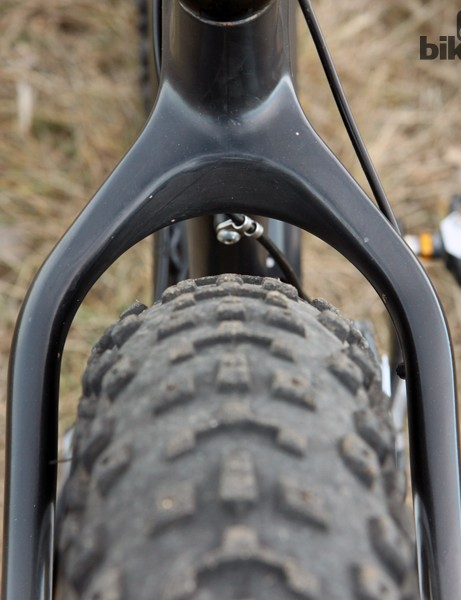 Salsa says the Beargrease Carbon frame is designed around 4in-wide tires mounted on 82mm-wide rims. There's also supposedly room for 4in-wide tires on 100mm-wide rims depending on the drivetrain setup, or even 29x3in rubber