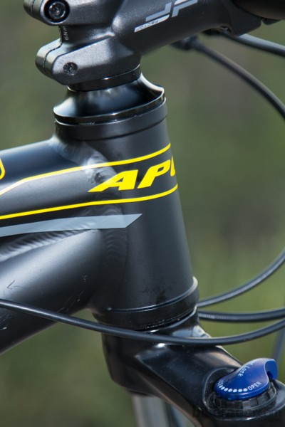 The Apollo Xpert 29S features a short head tube with a straight 1 1/8in steerer tube