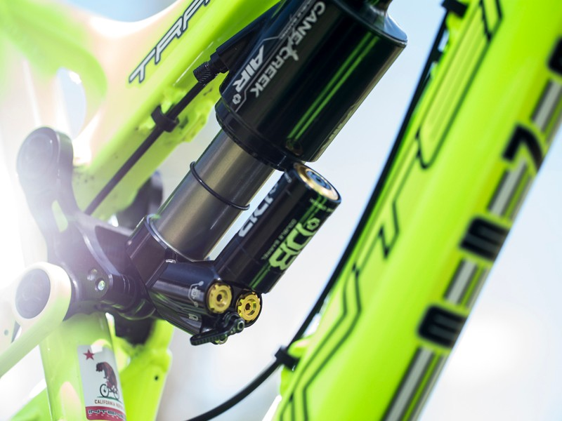 The Climb Switch is a little knob that can make a big difference on the trail. It's not a lockout lever or 'just' a platform damping adjustment. It's a new and better way to think about suspension