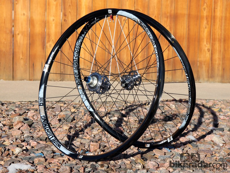 "American Classic's new Wide Lightning sports an incredibly generous 29.3mm-wide (internal) rim yet still weighs just 1,487g per pair in 27.5"" guise"