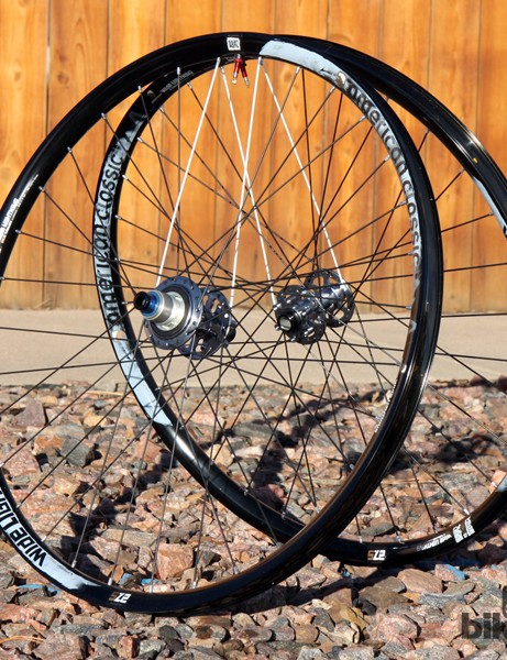 American Classic's new Wide Lightning sports an incredibly generous 29.3mm-wide (internal) rim yet still weighs just 1,487g per pair in 27.5