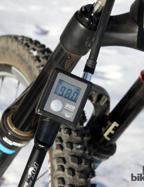 The Fox Digital HP suspension pump skips the usual dial gauge in favor of a digital one that's not only easier to read but displays in 0.5psi increments