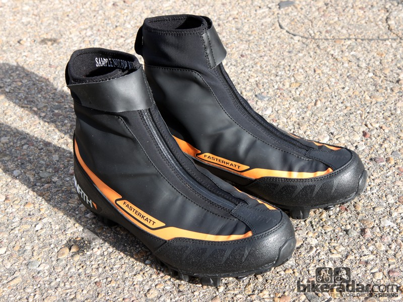 The 45NRTH Fasterkatt shoes are built with a fleece lining and waterproof cover to protect your feet during mild winter riding