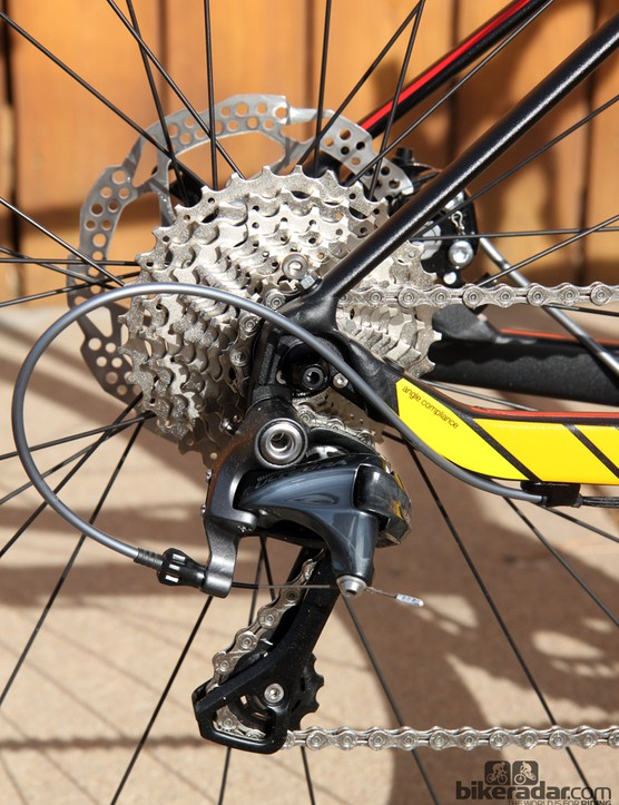 BMC equips the GF02 with wide-range gearing that includes a 50/34T compact crankset and an 11-32T cassette
