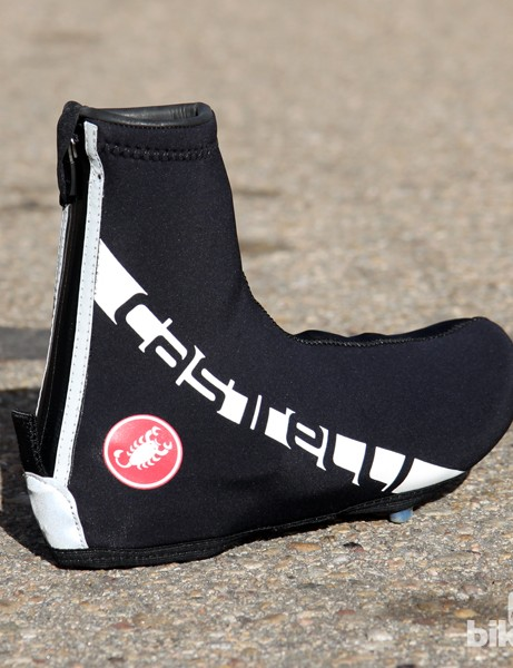 The Castelli Diluvio All-Road shoe covers have 3mm thick neoprene construction to ward off cold wind and water. A full-length rear zipper and easy-open bottom makes it a cinch to get the covers on and off