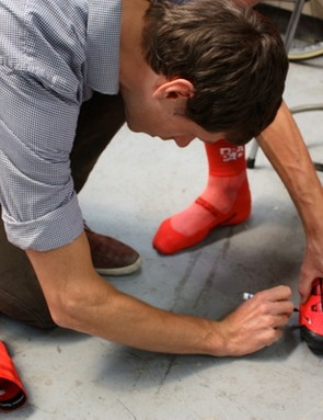 Ballhause determines the cleat position for Malcolm Rudolph's Bont Vaypor+ shoes