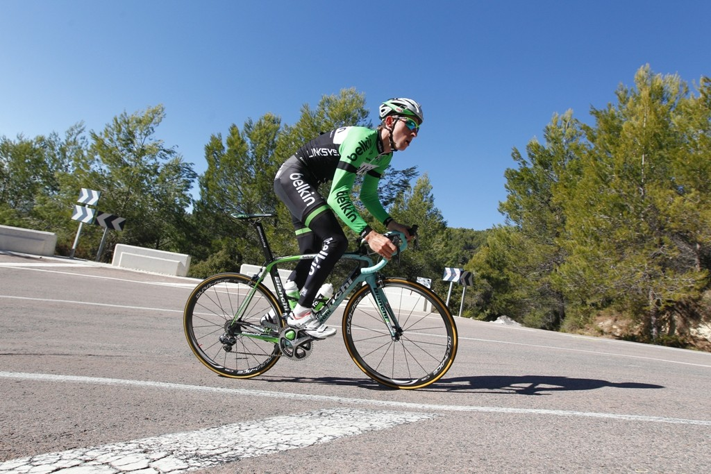 Bauke Mollema (Belkin) gets used to his new Bianchi Oltre XR.2