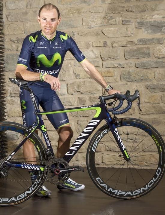Alejandro Valverde (Movistar) poses over the Canyon Aero CT in Endura gear