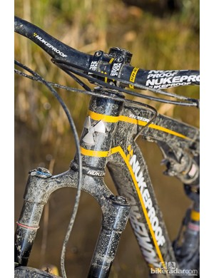 Decently wide bars add some comfort to the Mega TR 275 Pro